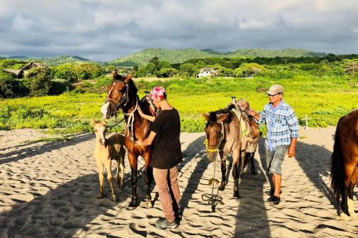 Horseback Riding Tour Ayampe, Ecuador
